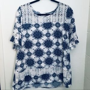 Very cute blue and white top💙